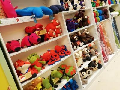Yogibo(ヨギボー) Store ららぽーと沼津店左側:子供用グッズの画像